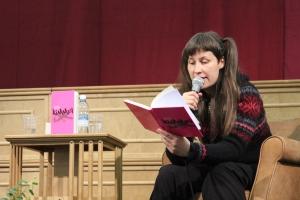 Vilja-Tuulia Huotarinen tarjoaa maistiaisia uunituoreesta Kimmel-romaanistaan.